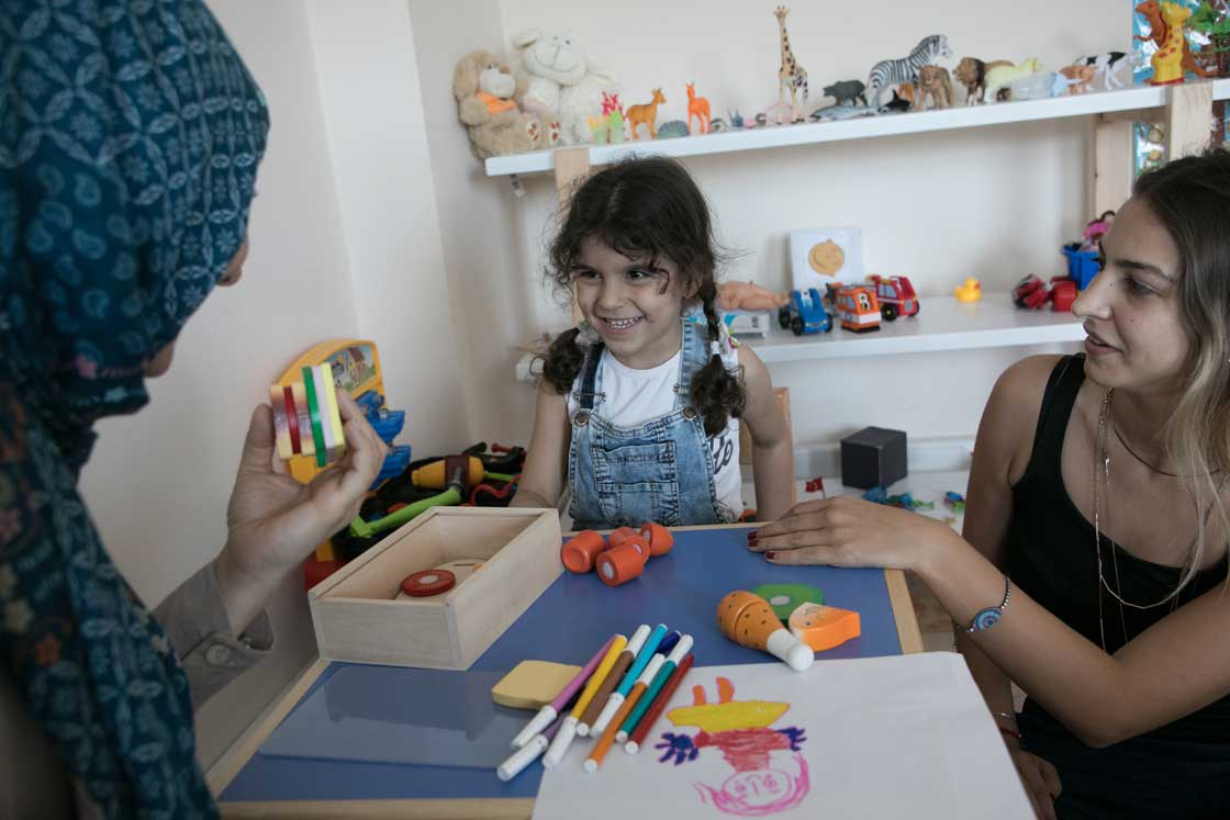 A child enjoying art therapy at one of our centers in Istanbul. Rachel Elkind/RI