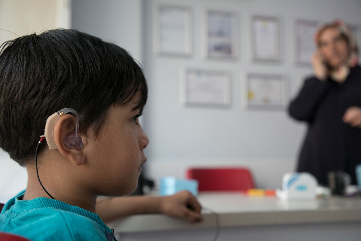 A young Syrian refugee uses a hearing aid for the first time. Rachel Elkind/RI